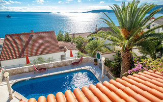 Croatian Seaside House with Pool near Trogir