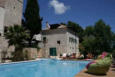Charming rustic villa with swimming pool for 16 persons