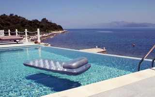 Exclusive Beachfront Villa with Pool in Sreser Peljesac Peninsula