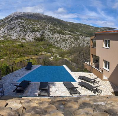 Beautiful Holiday House with Pool for 12 Guests in Riviera Omis