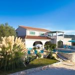Luxury Villa with Swimming Pool for 6 People in Marina near Trogir
