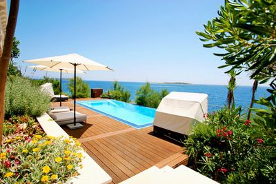 Gorgeous Beachfront Villa with Pool in Milna, Island Vis