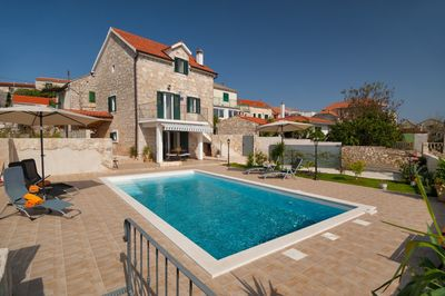 Gorgeous Dalmatian Stone House with Pool for 6 Persons in the Island of Solta