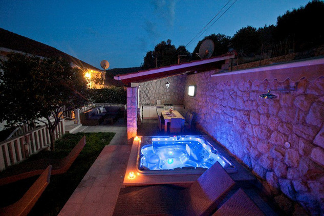 Sea View Stone Villa with Heated Swimming Pool, Jacuzzi, and Summer Kitchen; near Dubrovnik