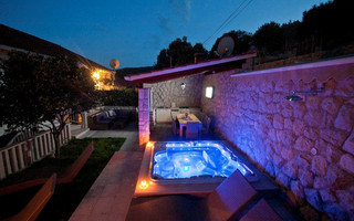 Sea View Stone Villa with Heated Swimming Pool Jacuzzi and Summer Kitchen near Dubrovnik