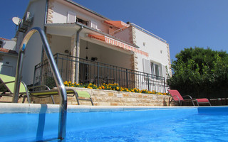Delightful Holiday House with Pool in Maslinica Island Solta