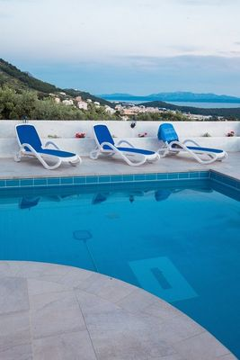 Lovely Holiday Villa with Pool Right Above Makarska