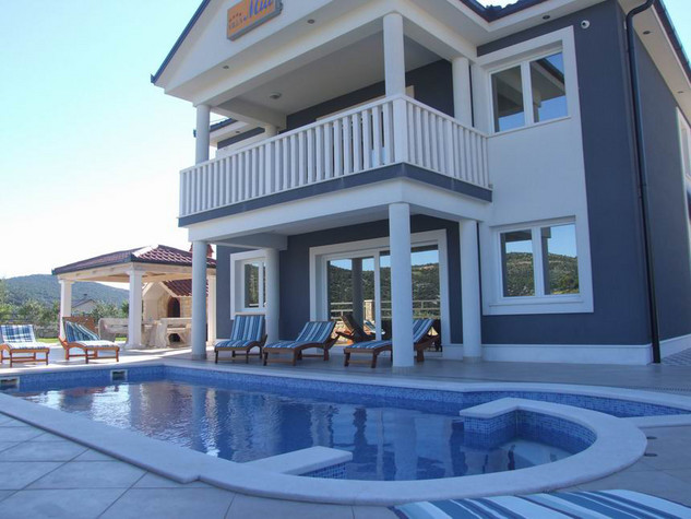 Villa with sea view and pool in Marina
