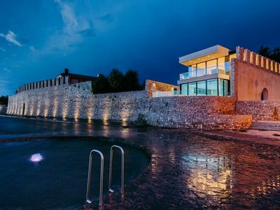 Gorgeous seafront villa for 13 persons in Novigrad, Istria