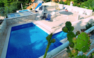Sutivan Villas To Rent In Croatia
