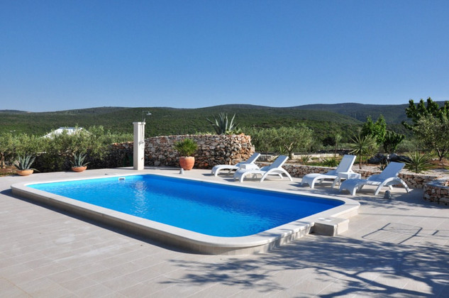 Holiday house with pool for 6 persons in Pucisca, on island Brac