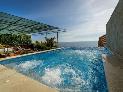 Charming Holiday House with Infinity Pool in Mlini near Dubrovnik