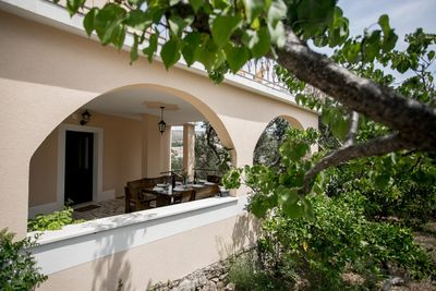 Attractive Villa with Pool and Additional Facilities; Milna, Brac Island