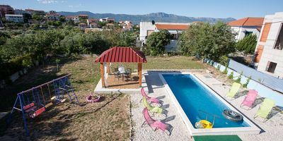 Large Holiday House with Pool and Outdoor Jacuzzi in Slatine near Trogir