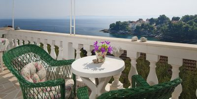 Charming Seafront Holiday House near Sumartin