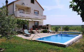 Charming Countryside Holiday Home with Pool in Zemunik Donji near Zadar