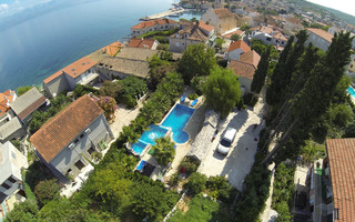 Large Island Brac Children Friendly Villa with Pool and Jacuzzi near Pebble Beach