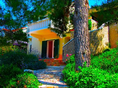 Charming 2 Bedroom Seafront House with Pool Island Brac