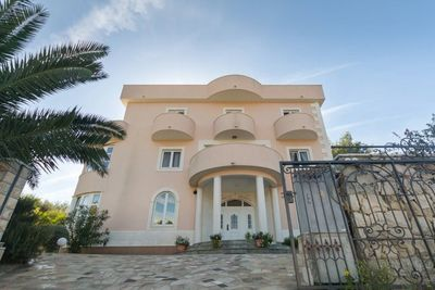 Large Deluxe Villa With Indoor Pool, Wellness & Garden
