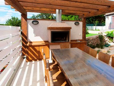 Luxury Villa with Pool, Outdoor Jacuzzi, and Sauna near Pula in Istria