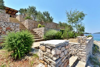Adorable seafront stone house for 4 persons near Maslinica on the island of Solta