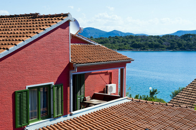 Spacious Seaside Holiday House with Pool, Outdoor Jacuzzi, Sauna, and Tavern, Riviera Zadar