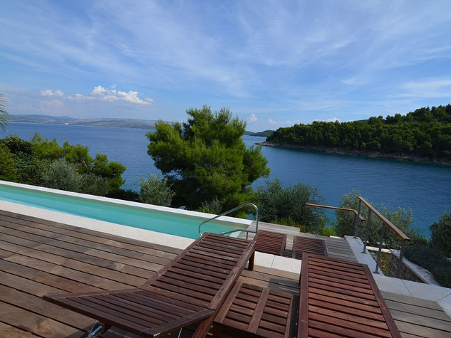 Extraordinary Seafront Villa With Pool And Garden On Island Solta