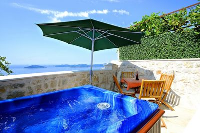 2 Bedroom Holiday House with Sea View Terrace and Jacuzzi
