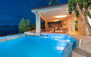 Luxury Villa with Private Beach, Swimming Pool and Large Yard in Orebic