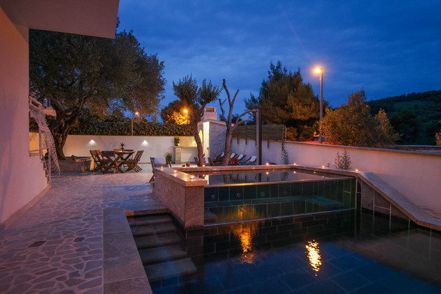 Holiday House With Amazing Terrace And Large Swimming Pool Near Trogir