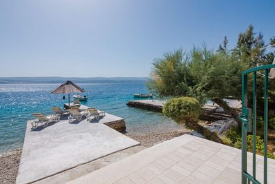 Luxury Beachfront Villa with Jacuzzi near Omis