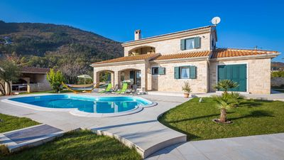 Spacious  Istrian Estate With Heated Pool, Garden, Walking Paths And Tree House