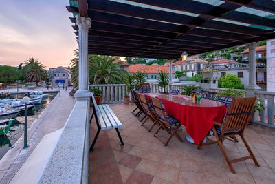 Stylish Seafront House with Sea View Terrace and Pool in Jelsa