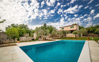 Charming Family Holiday House in Posedarje near Zadar