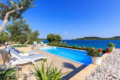 Adorable Beachfront Holiday Villa with Pool in Ciovo near Trogir
