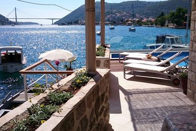 Dubrovnik Area Beachfront House with Pool