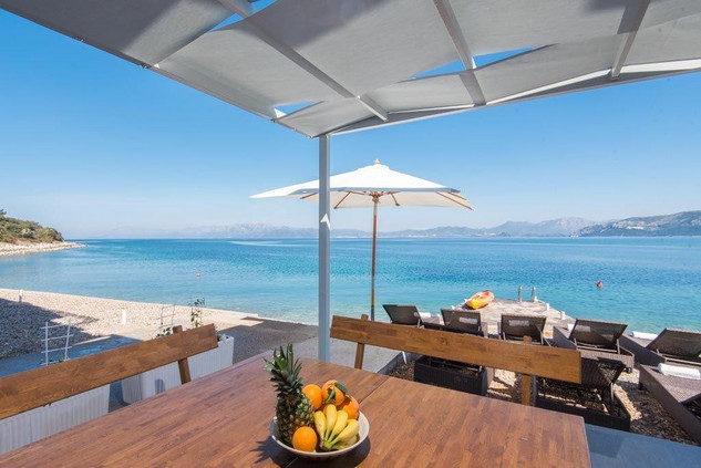 Seafront 4 Bedroom Apartment with Private Beach, Terrace and Jacuzzi  in Peljesac