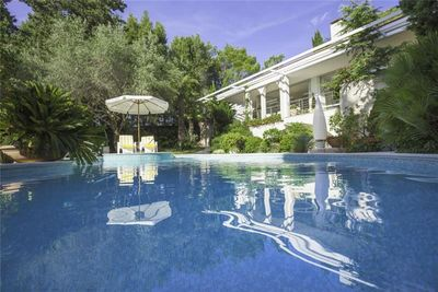 Exclusive Seafront Villa with Pool and Winter-Garden with Hot Tub in Krk Island
