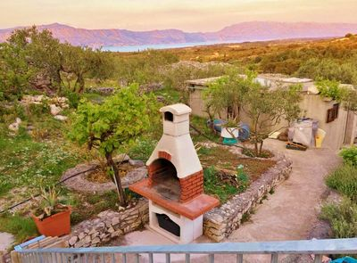 Charming Holiday House with Pool and Beautiful Views in Brac Island