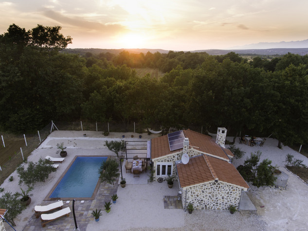 Charming Countryside House with Pool in Zadar Hinterland