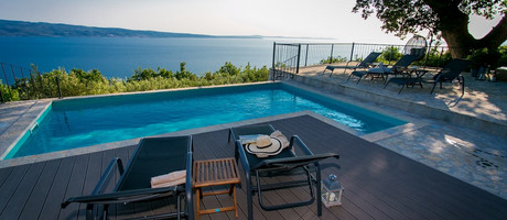 Beautiful 3 Bedroom Holiday House with Pool in Omis Region near Split
