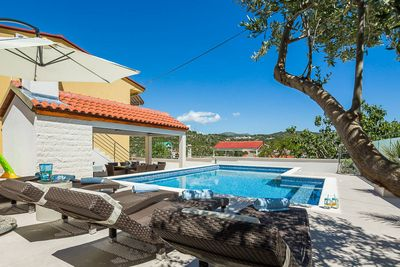 Attractive House with Sea View and Private Swimming Pool near Trogir