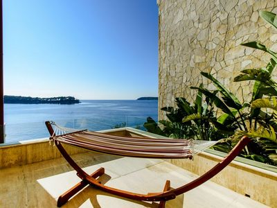 De Luxe Seafront Villa with Infinity Swimming Pool and Luxury Interior near Dubrovnik