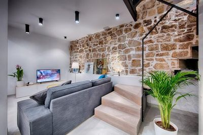 Authentic Stone 5 Bedroom Holiday House in Town Vis