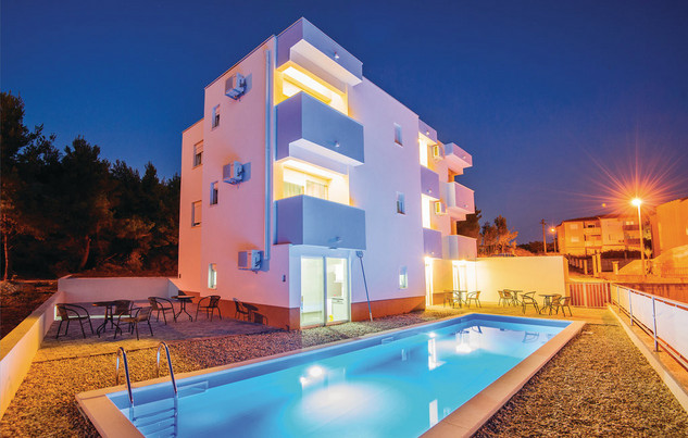 Large Holiday Villa with Pool near Split; perfect for groups of families and friends