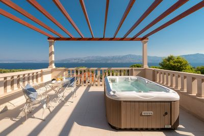 Luxury Sea View Stone Brac Villa with Pool and Jacuzzi near Beach