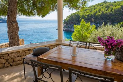 Adorable Beachfront Villa with Outdoor Jacuzzi near Milna in Brac Island