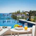 De Luxe Seafront Villa with Pool in Ciovo near Trogir and Split
