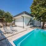 Holiday Villa with Pool and Jacuzzi near Split and Trogir
