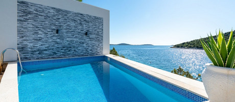 Beautiful 6 Bedrooms Beach Villa with Pool near Trogir
